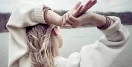 真爱无需语言,行动总能体现;深情无需表白,时间总会彰显